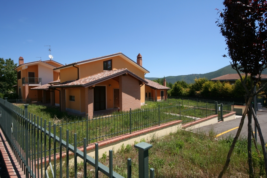 Recinzioni villette pali per recinzioni with recinzioni for Case in stile meridionale con avvolgente portico