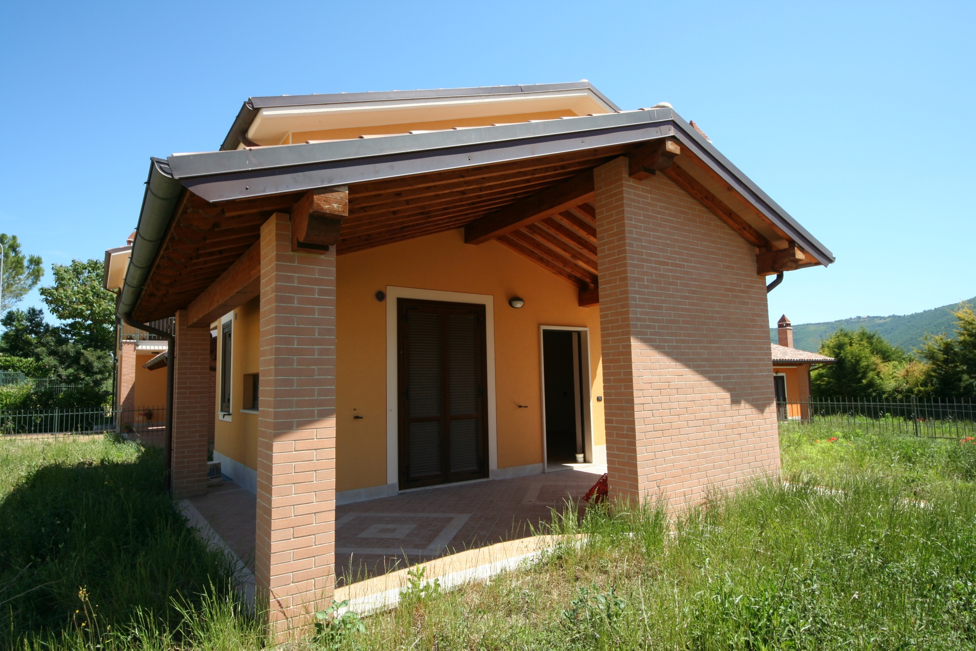 Villetta con giardino acquasparta landi costruzioni for Progettista del piano terra del garage