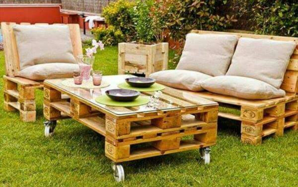 Salotto in pallet per l'outdoor
